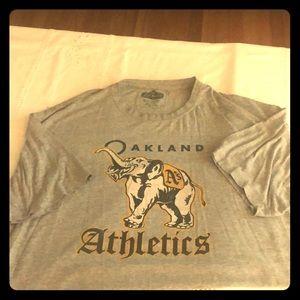 Oakland Athletics T-shirt with elephant size xl